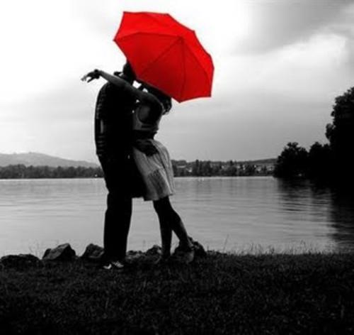beso bajo la lluvia Imágenes románticas de besos bajo lluvia