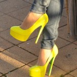 zapatos amarillos altos