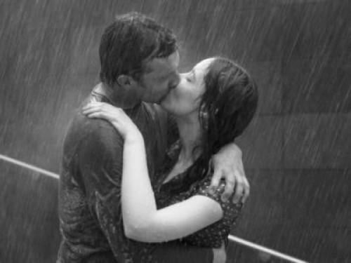 beso lluvia e1341330365291 Imágenes románticas de besos