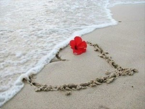 corazon en arena e1345300554474 Imágenes de corazones en la playa