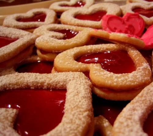 hacer corazones de galleta y mermelada e1345816070146 Imágenes de postres en forma de corazón