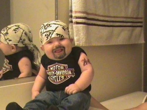 bebe motero e1348183791206 Imágenes tiernas de bebés con disfraces graciosos