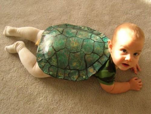 disfraz bebe tortuga1 e1348183859654 Imágenes tiernas de bebés con disfraces graciosos