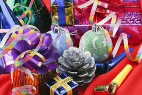 11272557 adornos navidenos de globos y regalos e1356012386508 Imágenes lindas de adornos navideños