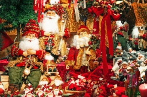 11541128 adornos navidenos en un mercado de navidad e1356012405723 Imágenes lindas de adornos navideños