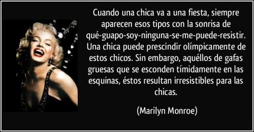 frase cuando una chica va a una fiesta siempre aparecen esos tipos con la sonrisa de marilyn monroe 121084 Imágenes con frases de Marilyn Monroe