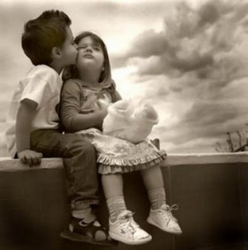 Imagen tierna del primer amor