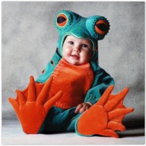 imagen tierna - bebe disfrazado de Sapo
