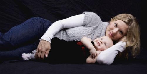 mamas abrazando bebes